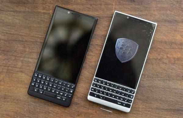 BlackBerry Key2 với hai màu đen bạc, hỗ trợ 2 sim
