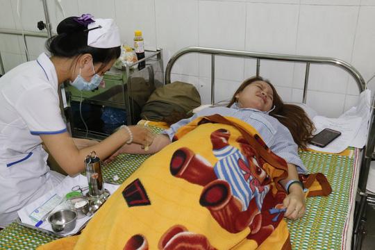 Chị Mai điều trị tại bệnh viện trong tình trạng đau đớn cả tinh thần lẫn thể xác