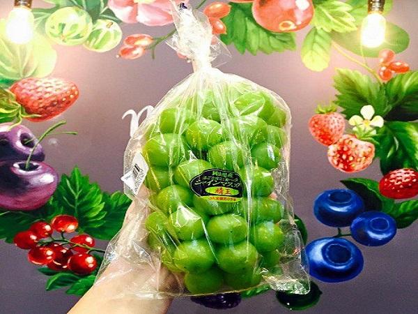 Nho mẫu đơn có trái to, ăn giòn, hương vị thơm ngon và thanh dịu.