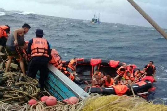 gặp nạn trên biển