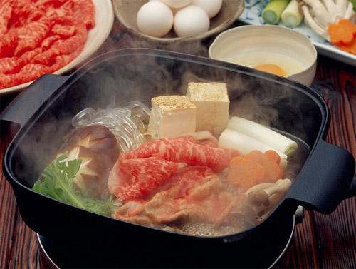 Sukiyaki lại là một món ăn ngon không thể chê được