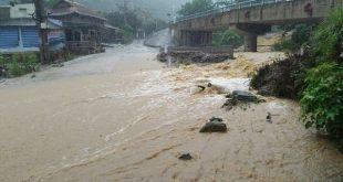 Mưa lớn, nhiều tuyến đường ngập ở Thanh Hóa, Nghệ An