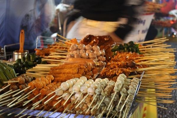 Đồ ăn vặt được bán tại chợ Đà Lạt