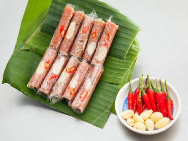 Cách chọn thịt lợn để gói nem chua Thanh Hóa