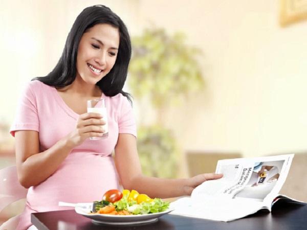 Phụ nữ mang thai không nên ăn gì