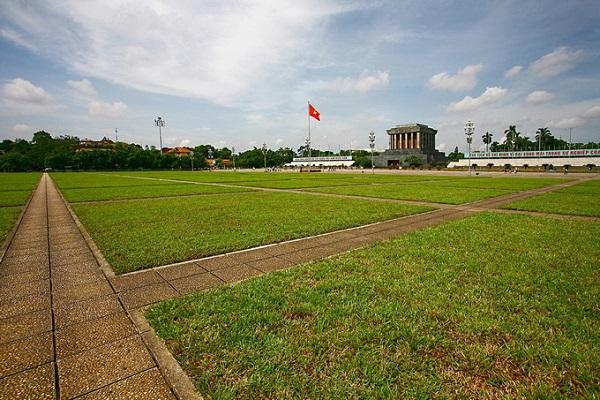 Kiến trúc trong Quảng trường Ba Đình