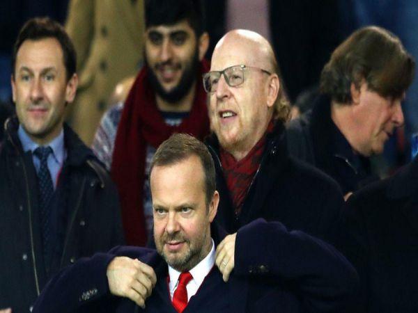 Bóng đá Anh sáng 30/8: Phó chủ tịch MU bị fan chỉ trích nặng nề