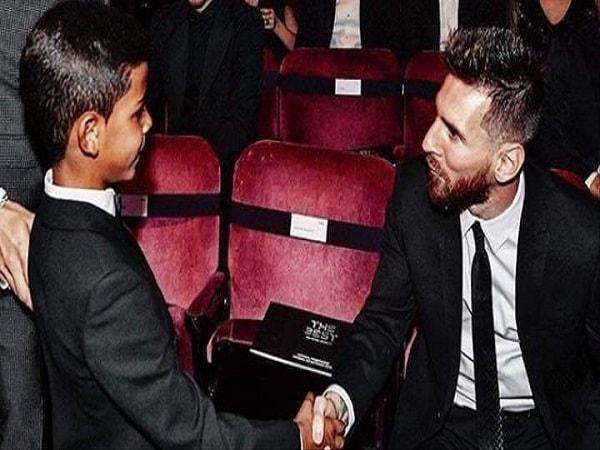Con trai Ronaldo hâm mộ Messi, luôn nhắc về Messi