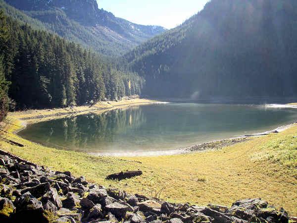 Mơ thấy hồ nước mang đến điềm báo điều gì?