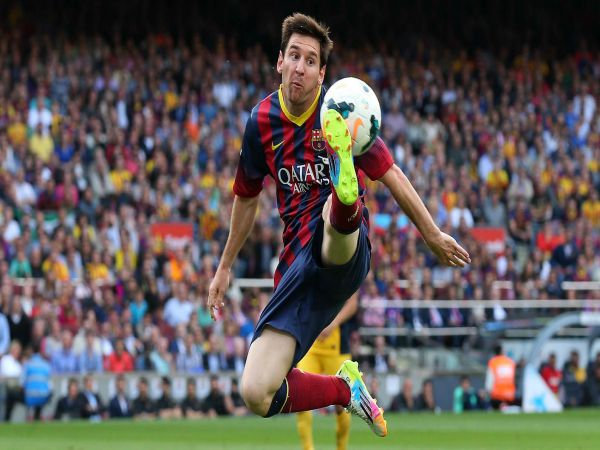 Cách đỡ bóng bổng – xoáy – sệt – ngực – đùi trong bóng đá